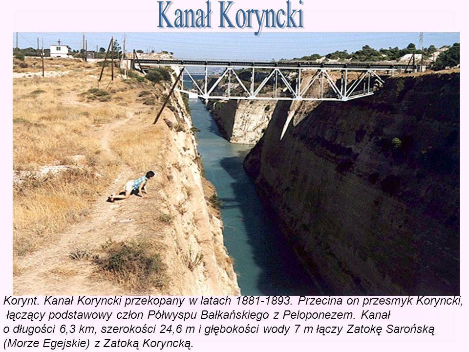Korynt. Kanał Koryncki przekopany w latach 1881-1893. Przecina on przesmyk Koryncki, łączący podstawowy człon Półwyspu Bałkańskiego z Peloponezem. Kan