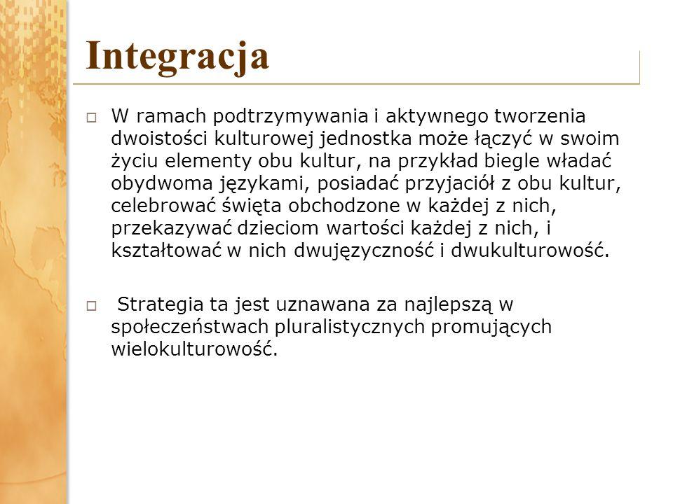 Integracja W ramach podtrzymywania i aktywnego tworzenia dwoistości kulturowej jednostka może łączyć w swoim życiu elementy obu kultur, na przykład biegle władać obydwoma językami, posiadać przyjaciół z obu kultur, celebrować święta obchodzone w każdej z nich, przekazywać dzieciom wartości każdej z nich, i kształtować w nich dwujęzyczność i dwukulturowość.