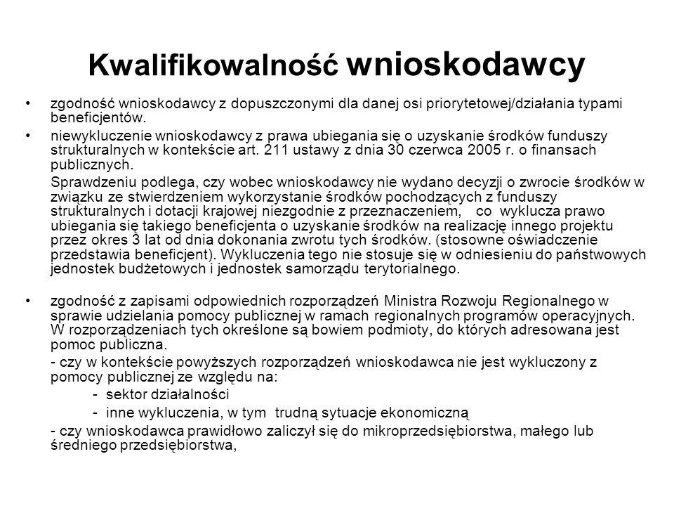 Budowa społeczeństwa informacyjnego w Polsce W rządowym dokumencie Strategię rozwoju społeczeństwa informacyjnego w Polsce do roku 2013 wyznaczone zostały następujące strategiczne kierunki w zakresie rozwoju społeczeństwa informacyjnego do roku 2013 przyspieszenie rozwoju kapitału intelektualnego i społecznego Polaków dzięki wykorzystaniu technologii informacyjnych i komunikacyjnych wzrost efektywności, innowacyjności i konkurencyjności firm, a tym samym polskiej gospodarki na globalnym rynku oraz ułatwienie komunikacji i współpracy między firmami dzięki wykorzystaniu technologii informacyjnych i komunikacyjnych wzrost dostępności i efektywności usług administracji publicznej przez wykorzystanie technologii informacyjnych i komunikacyjnych do przebudowy procesów wewnętrznych administracji i sposobu świadczenia usług Dziedziny interwencji w funduszach strukturalnych dotyczące społeczeństwa informacyjnego: 10 Infrastruktura telekomunikacyjna (w tym sieci szerokopasmowe) 11 Technologie informacyjne i telekomunikacyjne (dostęp, bezpieczeństwo, interoperacyjność, zapobieganie zagrożeniom, badania, innowacje, treści cyfrowe itp.) 12 Technologie informacyjne i komunikacyjne (TEN-ICT) 13 Usługi i aplikacje dla obywateli (e-zdrowie, e-rząd, e-kształcenie, e-integracja itp.) 14 Usługi i aplikacje dla MŚP (e-handel, edukacja i szkolenia, tworzenie sieci itp.) 15 Inne działania mające na celu poprawę dostępu MŚP do ICT i ich wydajne wykorzystanie