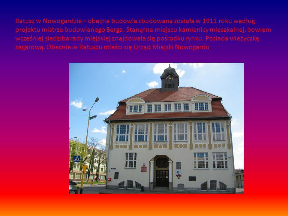 Ratusz w Nowogardzie – obecna budowla zbudowana została w 1911 roku według projektu mistrza budowlanego Berga. Stanął na miejscu kamienicy mieszkalnej