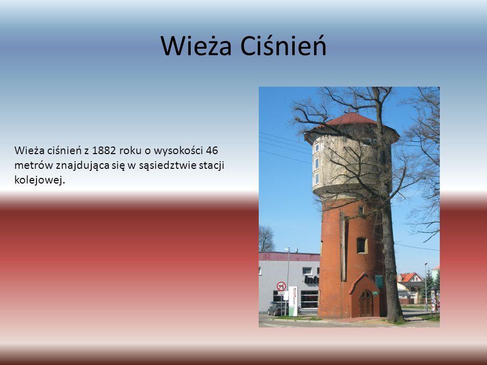 Wieża Ciśnień Wieża ciśnień z 1882 roku o wysokości 46 metrów znajdująca się w sąsiedztwie stacji kolejowej.