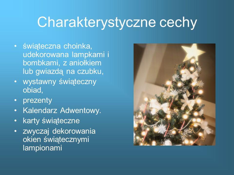 Charakterystyczne cechy świąteczna choinka, udekorowana lampkami i bombkami, z aniołkiem lub gwiazdą na czubku, wystawny świąteczny obiad, prezenty Ka