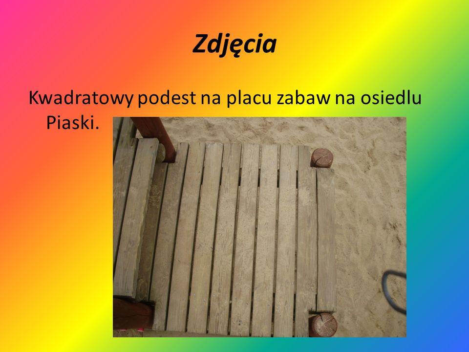 Zdjęcia Kwadratowy podest na placu zabaw na osiedlu Piaski.