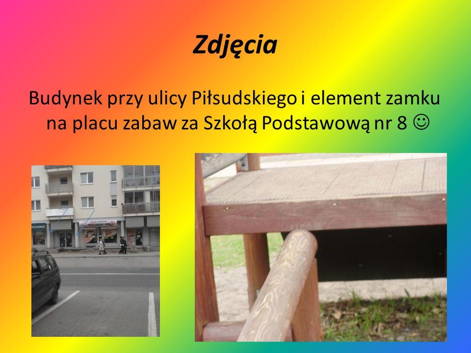 Zdjęcia Budynek przy ulicy Piłsudskiego i element zamku na placu zabaw za Szkołą Podstawową nr 8