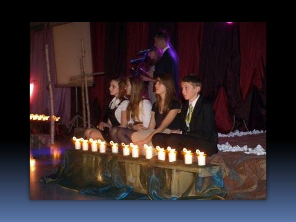 W dniu 20 listopada w naszej szkole zorganizowaliśmy wieczornicę Dobrzańskie Zaduszki, pt. Spacer po miejscowym cmentarzu, w której uczestniczyli zain