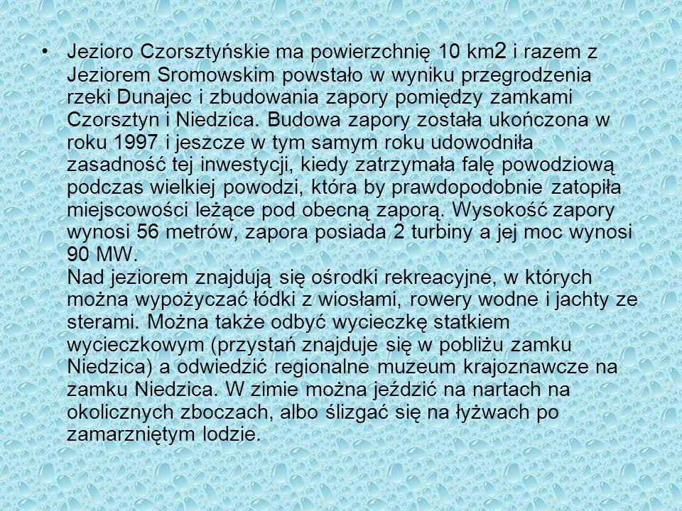 Jezioro Czorsztyńskie ma powierzchnię 10 km 2 i razem z Jeziorem Sromowskim powstało w wyniku przegrodzenia rzeki Dunajec i zbudowania zapory pomiędzy
