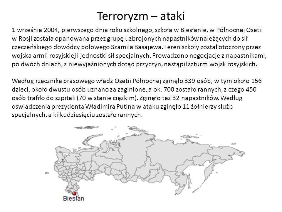 1 września 2004, pierwszego dnia roku szkolnego, szkoła w Biesłanie, w Północnej Osetii w Rosji została opanowana przez grupę uzbrojonych napastników