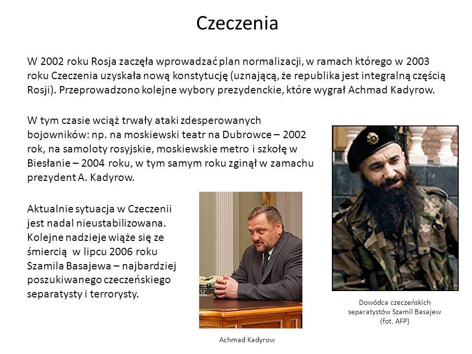 Dowódca czeczeńskich separatystów Szamil Basajew (fot. AFP) W 2002 roku Rosja zaczęła wprowadzać plan normalizacji, w ramach którego w 2003 roku Czecz