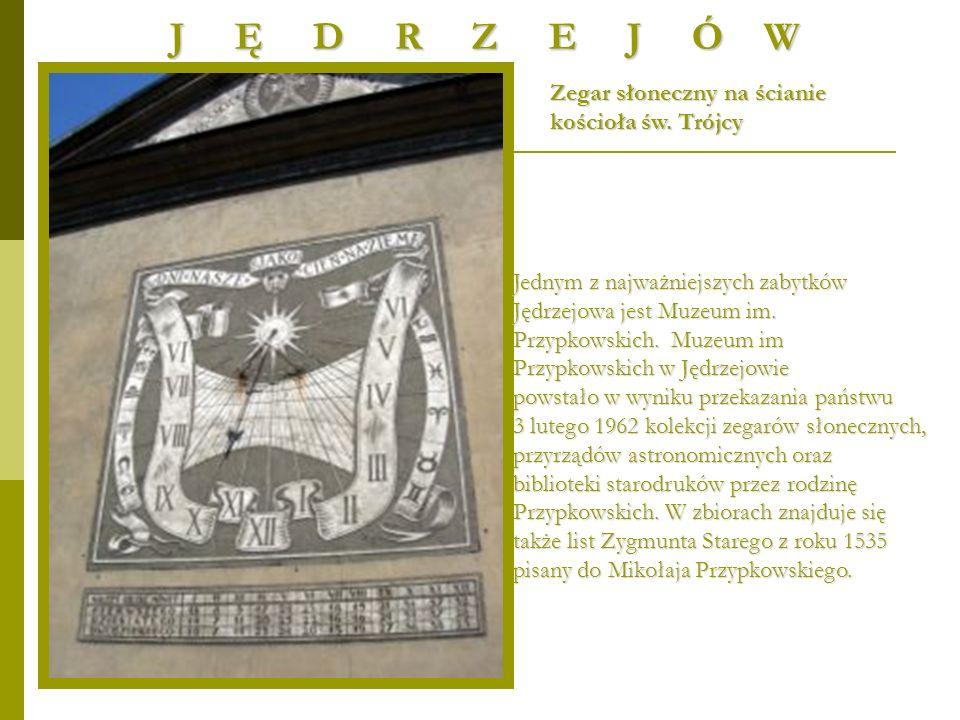 Zegar słoneczny na ścianie kościoła św. Trójcy J Ę D R Z E J Ó W Jednym z najważniejszych zabytków Jędrzejowa jest Muzeum im. Przypkowskich. Muzeum im