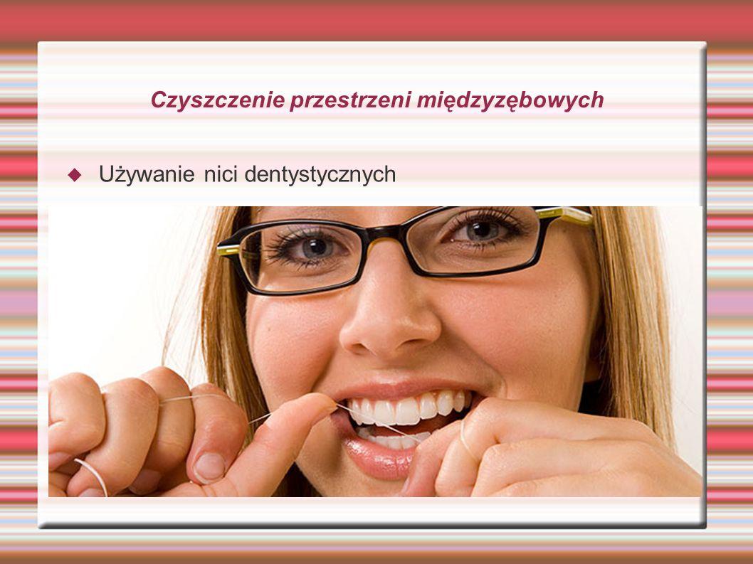 Czyszczenie przestrzeni międzyzębowych Używanie nici dentystycznych