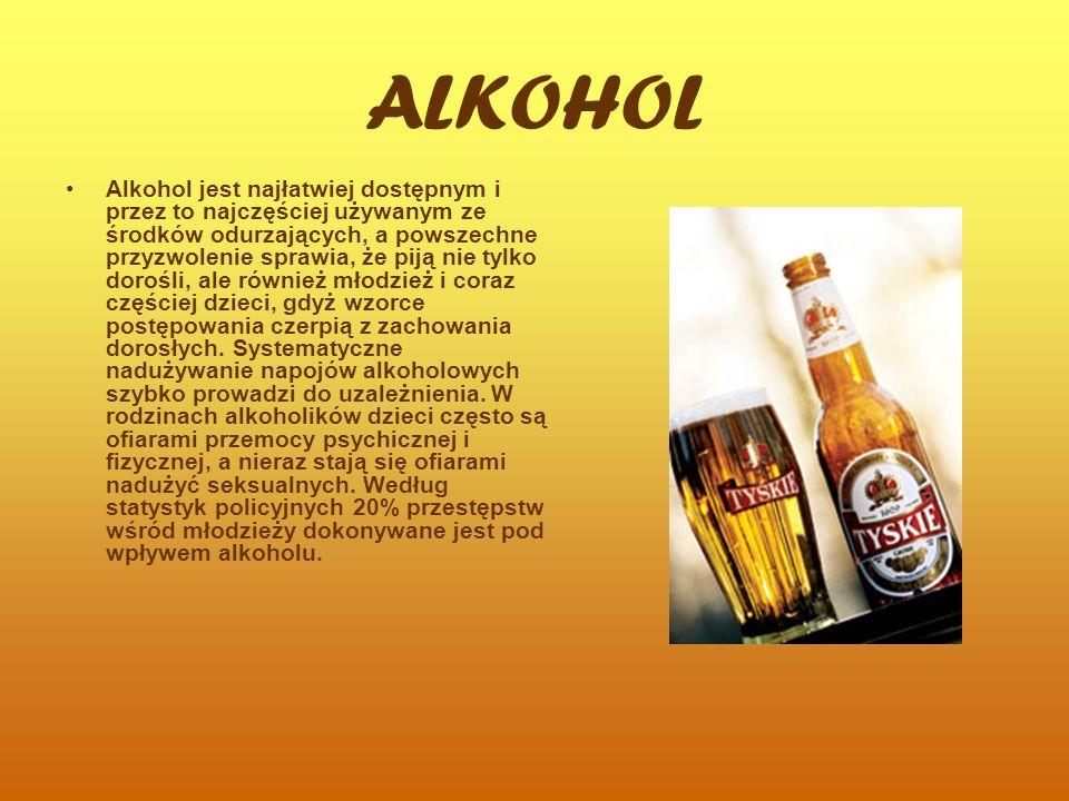 ALKOHOL Alkohol jest najłatwiej dostępnym i przez to najczęściej używanym ze środków odurzających, a powszechne przyzwolenie sprawia, że piją nie tylko dorośli, ale również młodzież i coraz częściej dzieci, gdyż wzorce postępowania czerpią z zachowania dorosłych.