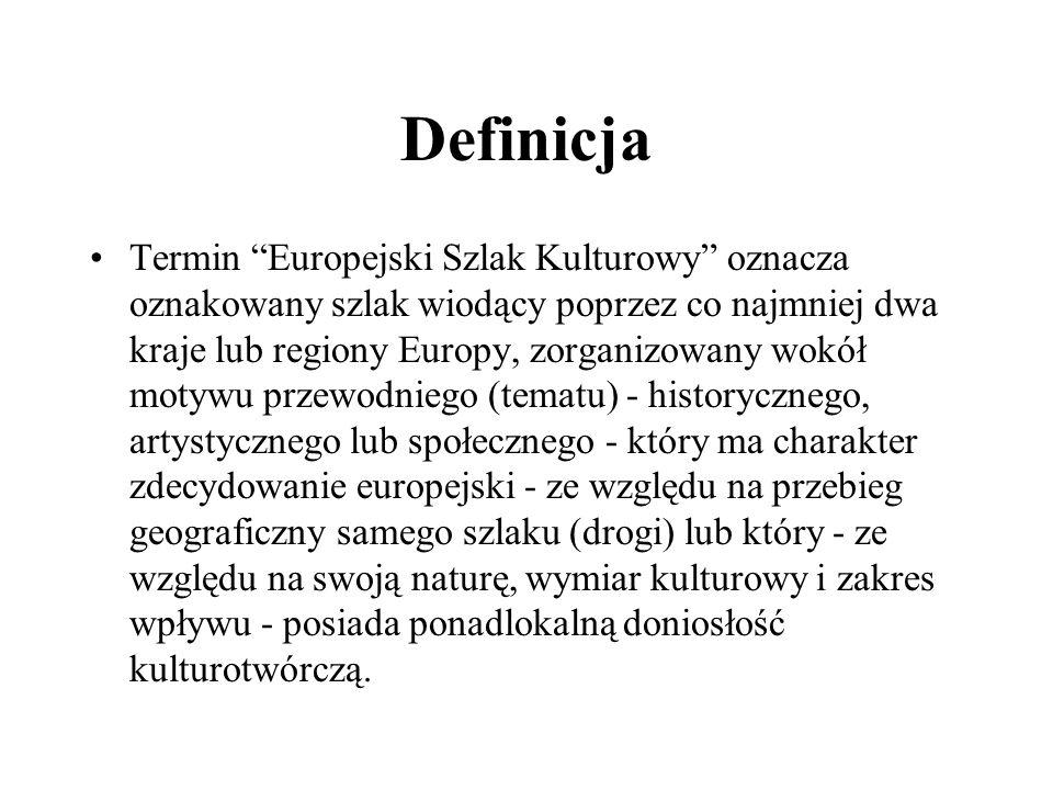 Definicja Termin Europejski Szlak Kulturowy oznacza oznakowany szlak wiodący poprzez co najmniej dwa kraje lub regiony Europy, zorganizowany wokół mot