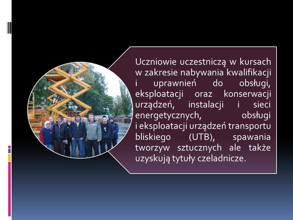 Uczniowie uczestniczą w kursach w zakresie nabywania kwalifikacji i uprawnień do obsługi, eksploatacji oraz konserwacji urządzeń, instalacji i sieci e