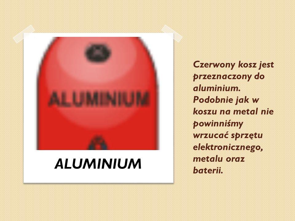 Czerwony kosz jest przeznaczony do aluminium. Podobnie jak w koszu na metal nie powinniśmy wrzucać sprzętu elektronicznego, metalu oraz baterii. ALUMI