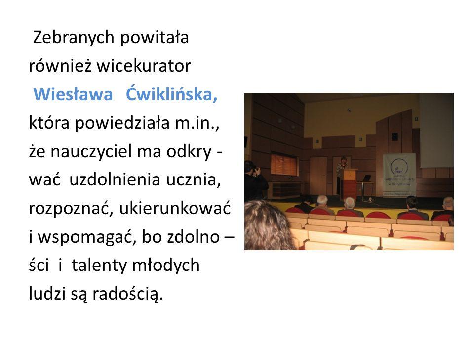 Zebranych powitała również wicekurator Wiesława Ćwiklińska, która powiedziała m.in., że nauczyciel ma odkry - wać uzdolnienia ucznia, rozpoznać, ukier