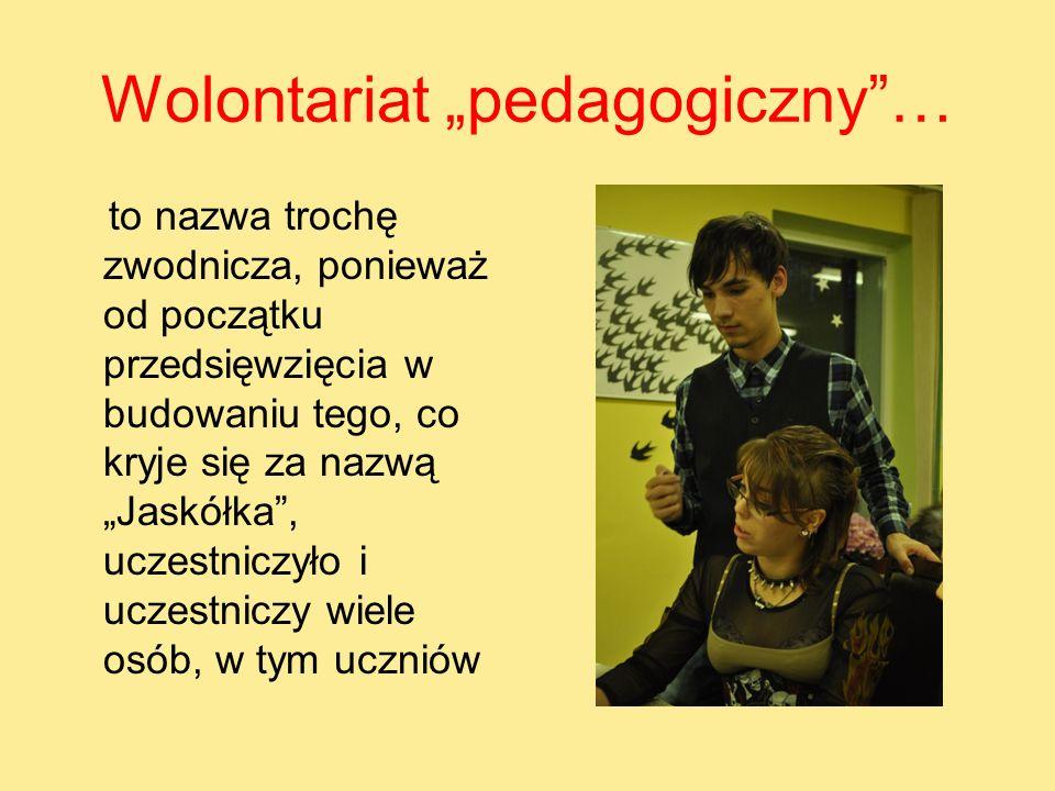 Wolontariat pedagogiczny… to nazwa trochę zwodnicza, ponieważ od początku przedsięwzięcia w budowaniu tego, co kryje się za nazwą Jaskółka, uczestnicz