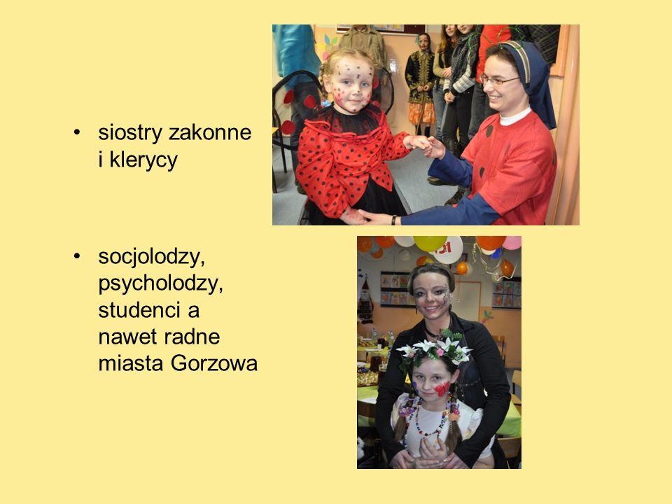 siostry zakonne i klerycy socjolodzy, psycholodzy, studenci a nawet radne miasta Gorzowa