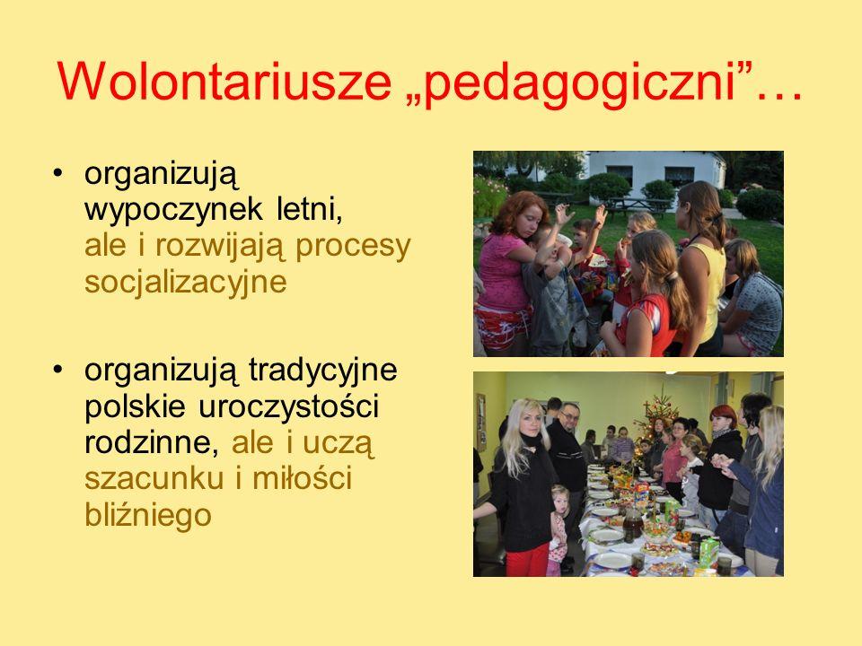 Wolontariusze pedagogiczni… organizują wypoczynek letni, ale i rozwijają procesy socjalizacyjne organizują tradycyjne polskie uroczystości rodzinne, a