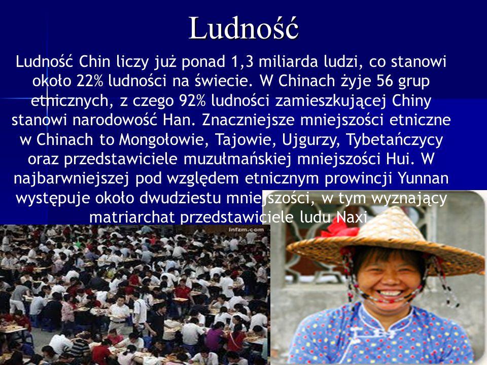 Ludność Ludność Chin liczy już ponad 1,3 miliarda ludzi, co stanowi około 22% ludności na świecie. W Chinach żyje 56 grup etnicznych, z czego 92% ludn