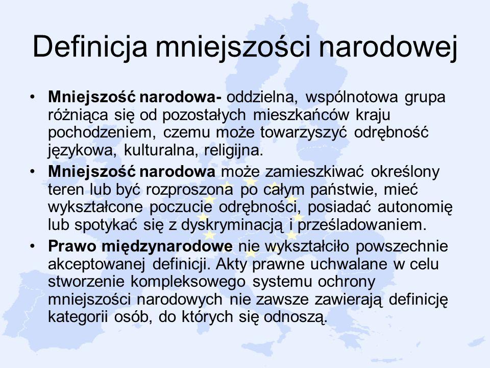 Definicja mniejszości narodowej Mniejszość narodowa- oddzielna, wspólnotowa grupa różniąca się od pozostałych mieszkańców kraju pochodzeniem, czemu mo