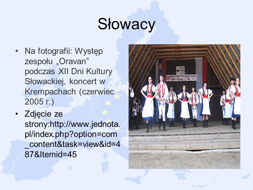 Słowacy Na fotografii: Występ zespołu Oravan podczas XII Dni Kultury Słowackiej, koncert w Krempachach (czerwiec 2005 r.) Zdjęcie ze strony:http://www