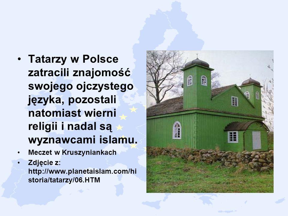 Tatarzy w Polsce zatracili znajomość swojego ojczystego języka, pozostali natomiast wierni religii i nadal są wyznawcami islamu. Meczet w Kruszynianka
