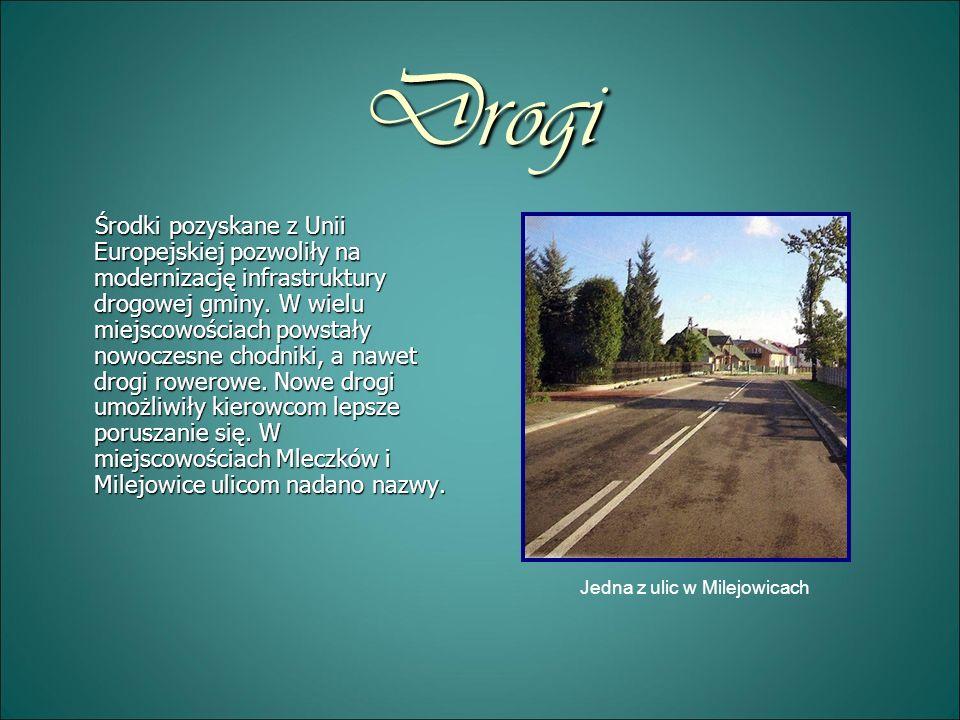 Drogi Środki pozyskane z Unii Europejskiej pozwoliły na modernizację infrastruktury drogowej gminy. W wielu miejscowościach powstały nowoczesne chodni