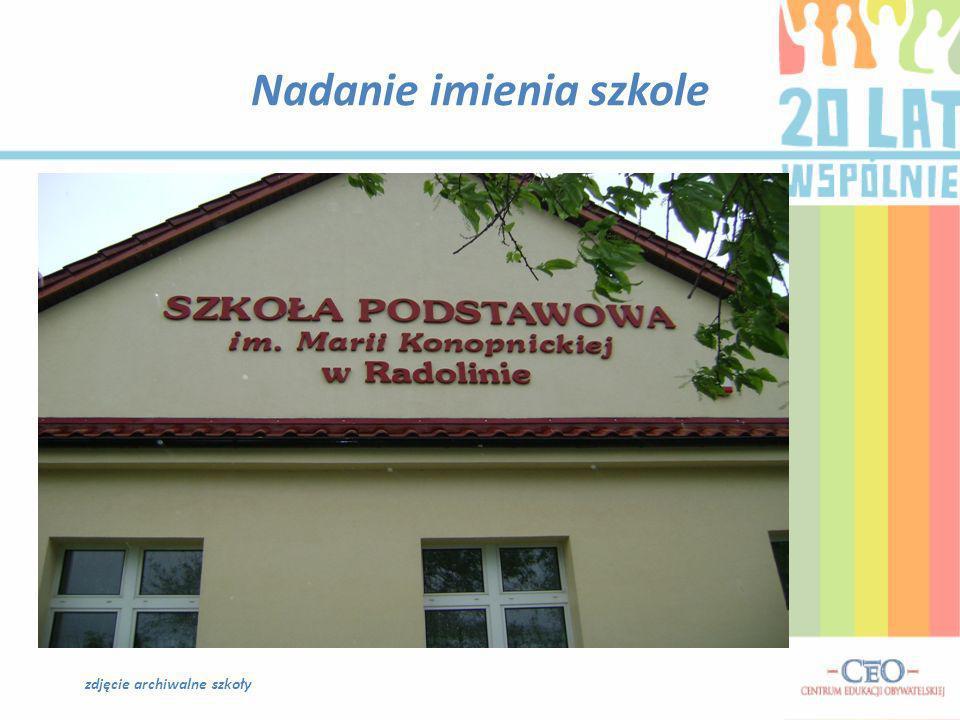 Nadanie imienia szkole zdjęcie archiwalne szkoły