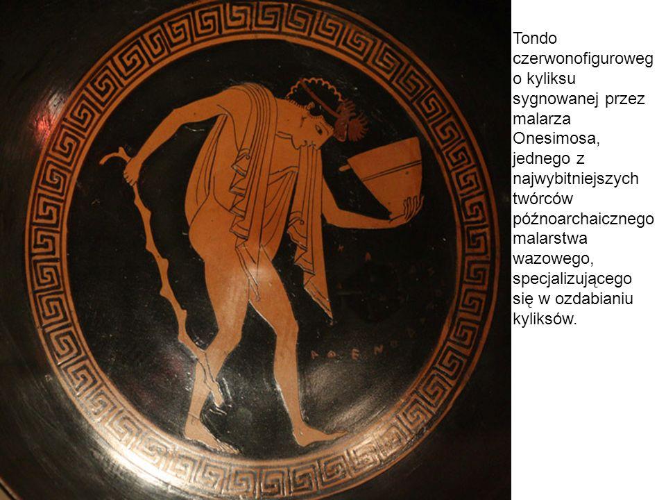 Tondo czerwonofiguroweg o kyliksu sygnowanej przez malarza Onesimosa, jednego z najwybitniejszych twórców późnoarchaicznego malarstwa wazowego, specja