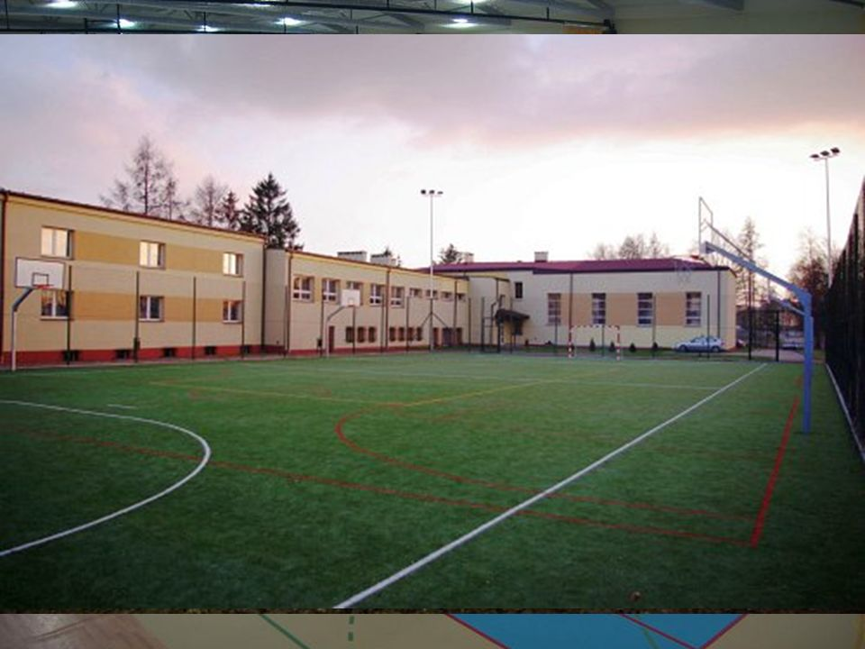 W ciągu ostatnich lat nie tylko powstały nowe boiska sportowe oraz hale, ale także obiekty dla najmłodszych mieszkańców gminy.