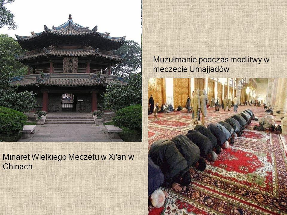 Minaret Wielkiego Meczetu w Xi an w Chinach Muzułmanie podczas modlitwy w meczecie Umajjadów