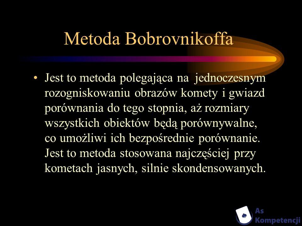 Metoda Bobrovnikoffa Jest to metoda polegająca na jednoczesnym rozogniskowaniu obrazów komety i gwiazd porównania do tego stopnia, aż rozmiary wszystk