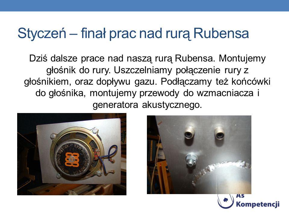 Styczeń – finał prac nad rurą Rubensa Dziś dalsze prace nad naszą rurą Rubensa. Montujemy głośnik do rury. Uszczelniamy połączenie rury z głośnikiem,