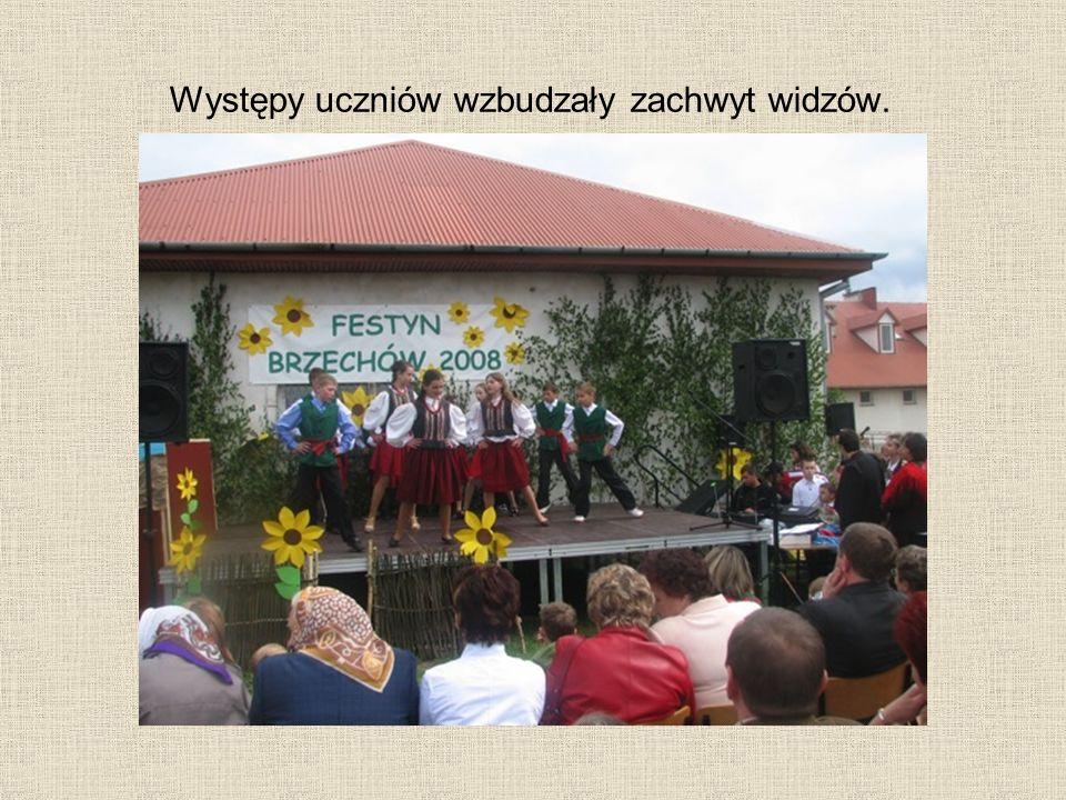 Występy uczniów wzbudzały zachwyt widzów.