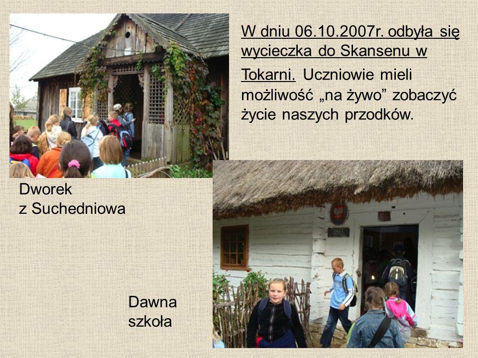 Dawna szkoła Dworek z Suchedniowa W dniu 06.10.2007r. odbyła się wycieczka do Skansenu w Tokarni. Uczniowie mieli możliwość na żywo zobaczyć życie nas