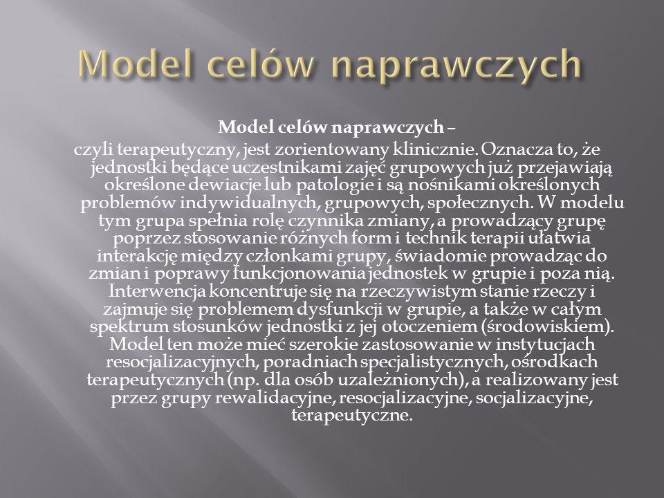 Model celów naprawczych – czyli terapeutyczny, jest zorientowany klinicznie. Oznacza to, że jednostki będące uczestnikami zajęć grupowych już przejawi