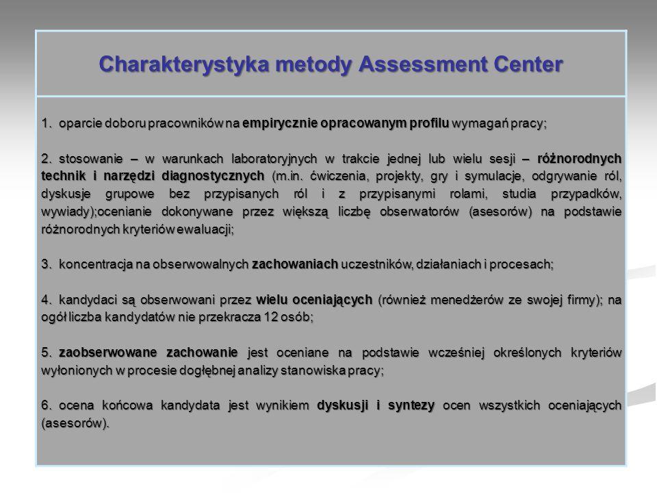 Charakterystyka metody Assessment Center 1. oparcie doboru pracowników na empirycznie opracowanym profilu wymagań pracy; 2. stosowanie – w warunkach l