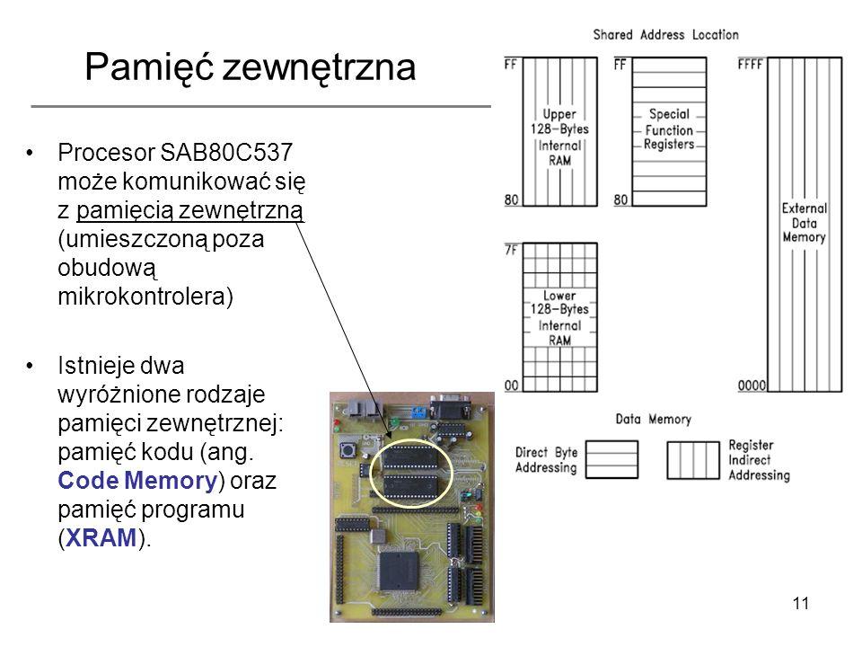 11 Pamięć zewnętrzna Procesor SAB80C537 może komunikować się z pamięcią zewnętrzną (umieszczoną poza obudową mikrokontrolera) Istnieje dwa wyróżnione
