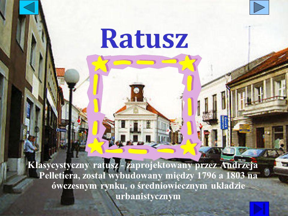 Ratusz Klasycystyczny ratusz - zaprojektowany przez Andrzeja Pelletiera, został wybudowany między 1796 a 1803 na ówczesnym rynku, o średniowiecznym uk