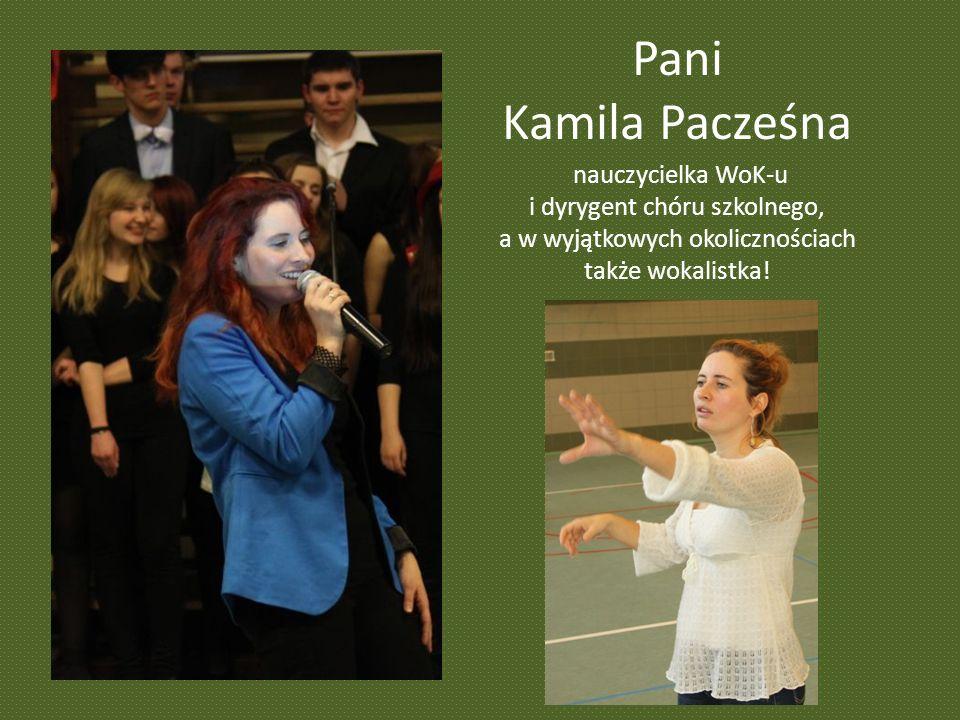 Pani Kamila Pacześna nauczycielka WoK-u i dyrygent chóru szkolnego, a w wyjątkowych okolicznościach także wokalistka!