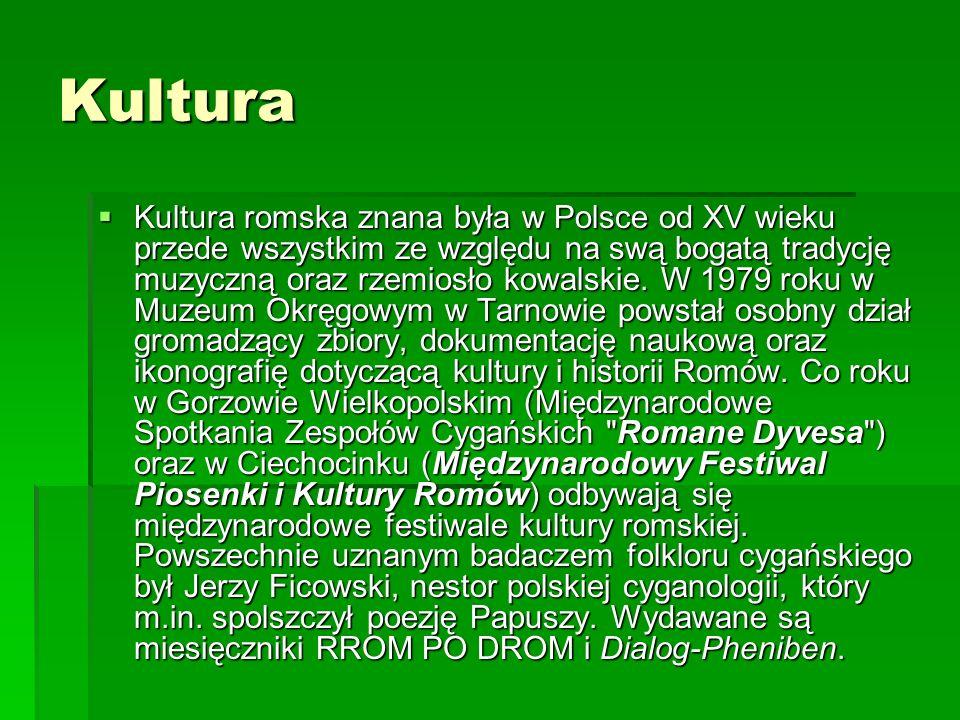 Kultura Kultura romska znana była w Polsce od XV wieku przede wszystkim ze względu na swą bogatą tradycję muzyczną oraz rzemiosło kowalskie. W 1979 ro