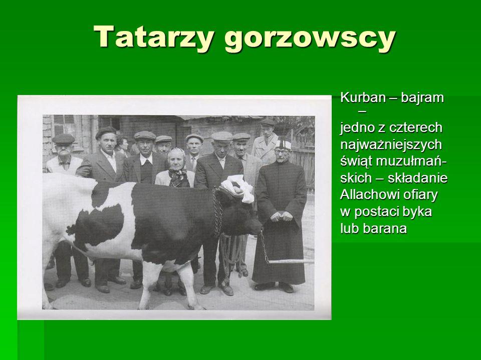Tatarzy gorzowscy Kurban – bajram – jedno z czterech najważniejszych świąt muzułmań- skich – składanie Allachowi ofiary w postaci byka lub barana