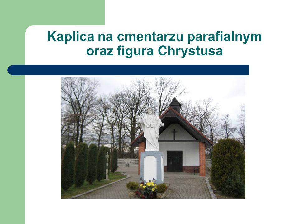Kapliczka Matki Bożej Kapliczka, wzniesiona w Łowkowicach na skrzyżowaniu dróg z Dobrej do Pisarzowic i z Łowkowic do Strzeleczek (obecnie droga polna).