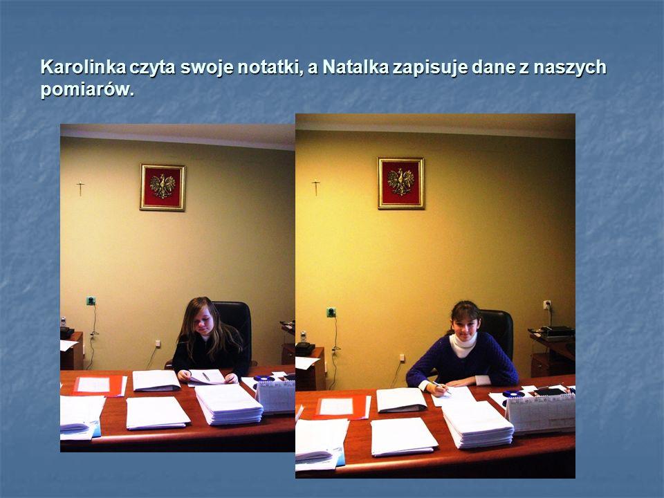 Zuzia zmierzyła miękkość burmistrzowskiego fotela, a Nikola sprawdziła, ile pracy ma pan Burmistrz. DUUUUUUŻO!