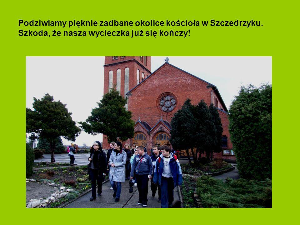 Oglądamy piękny kościół gotycki w Szczedrzyku. Chwilą ciszy uczciliśmy pamięć ofiar prezydenckiego samolotu pod Smoleńskiem.