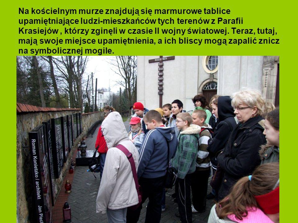 Na kościelnym murze znajdują się marmurowe tablice upamiętniające ludzi-mieszkańców tych terenów z Parafii Krasiejów, którzy zginęli w czasie II wojny światowej.