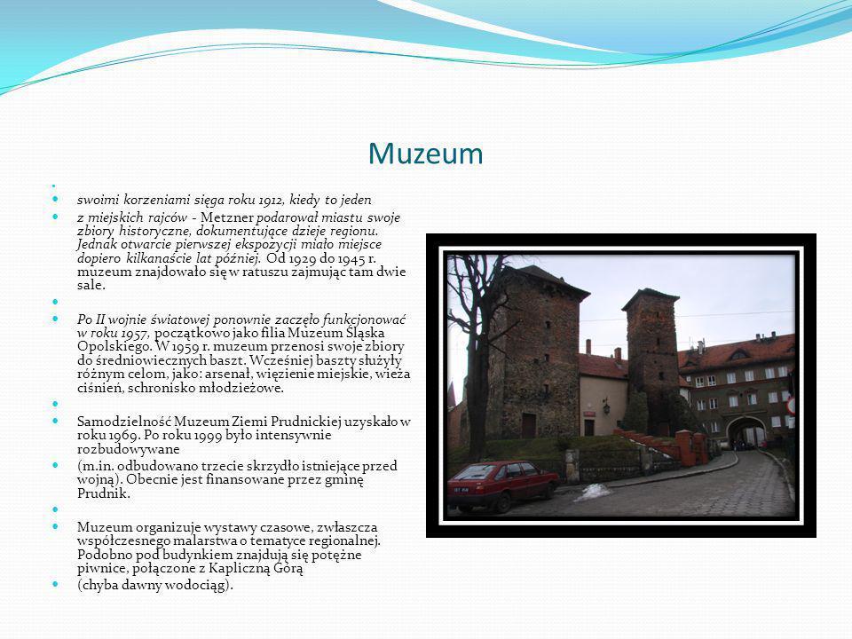 Fontanna Z 1695 r.Stoi w miejscu średniowiecznej studni w północno - wschodnim narożu Rynku.