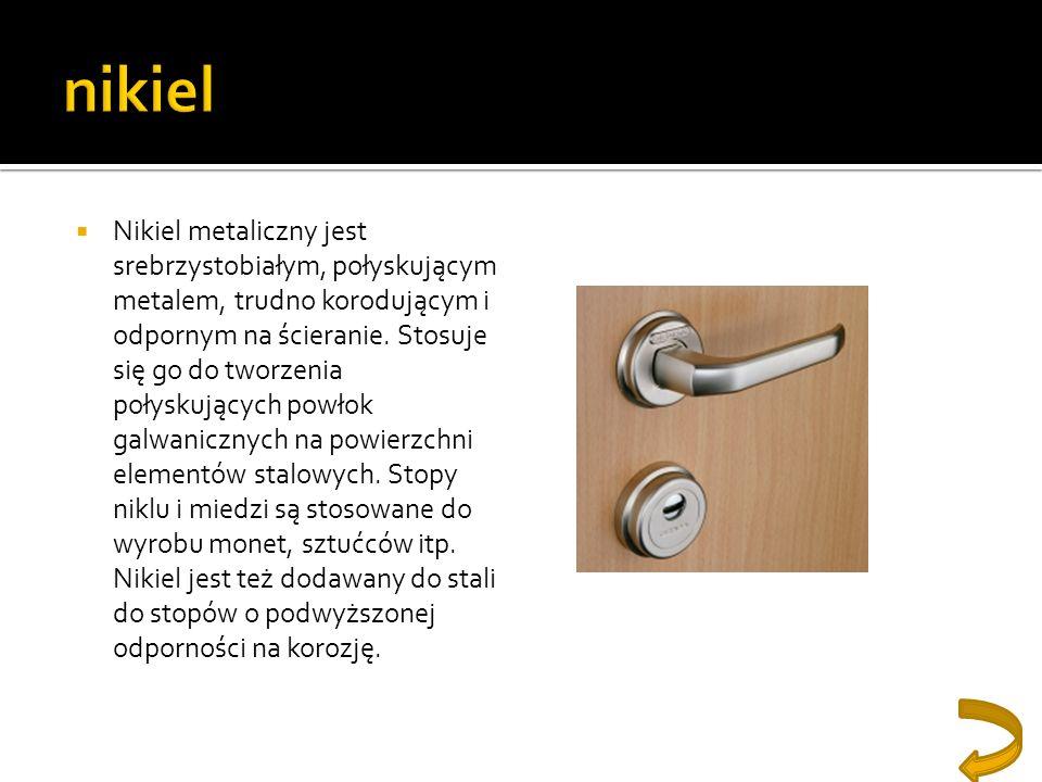 Nikiel metaliczny jest srebrzystobiałym, połyskującym metalem, trudno korodującym i odpornym na ścieranie. Stosuje się go do tworzenia połyskujących p