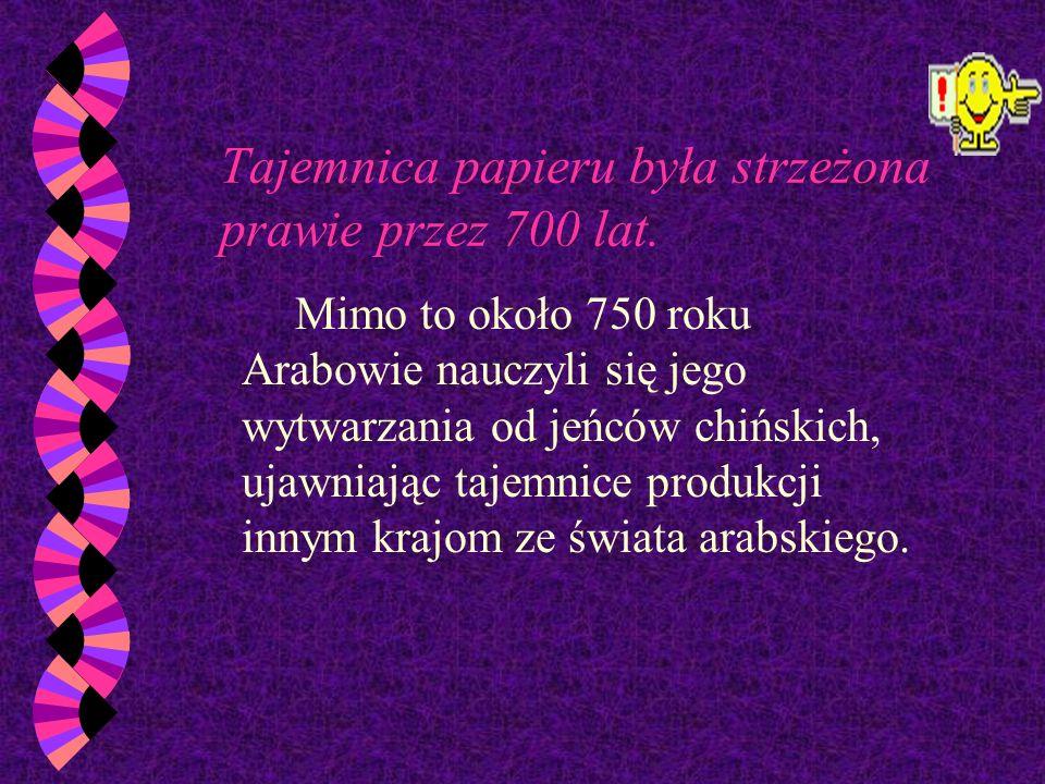 Składniki do materiału pisarskiego wynaleziono około 107 w.n.e. Masa papierowa składała się z włókien tkanin miażdżonych i tłoczonych w cienkie arkusz