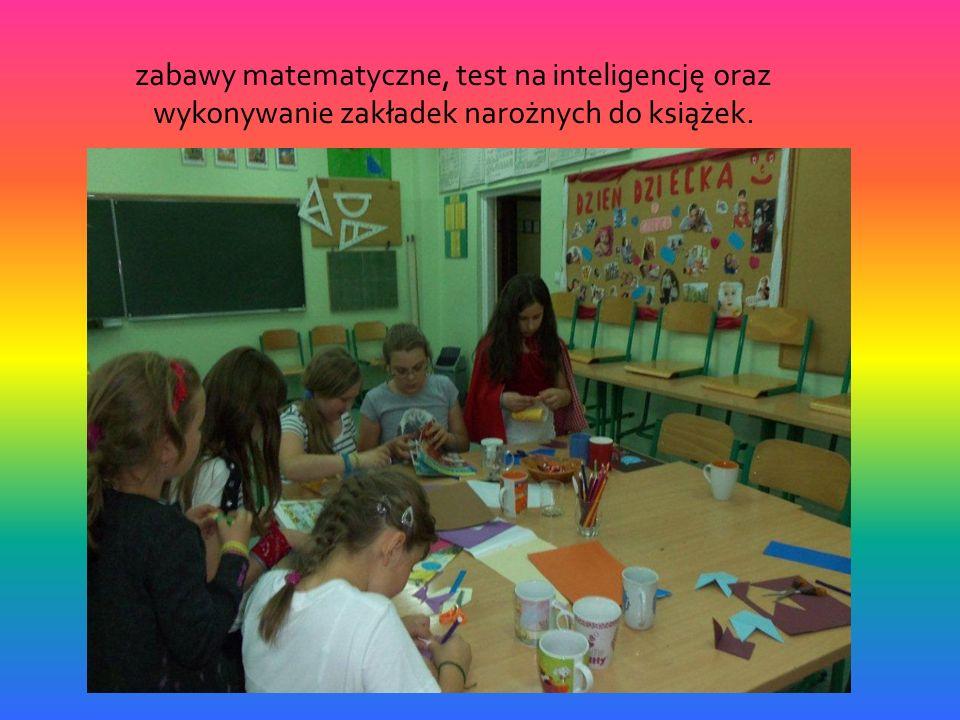 zabawy matematyczne, test na inteligencję oraz wykonywanie zakładek narożnych do książek.